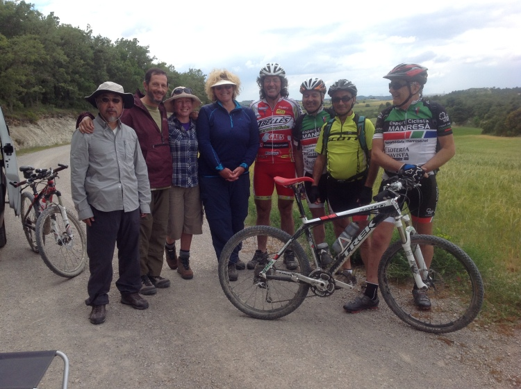 John Ng, Fr Josep Lluis Iriberri SJ, Sarah Davies and Gillian McIlwain with cyclists