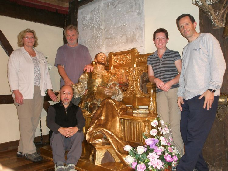 Gillian, Andrew, Sarah. Josep and John (seated) get acquainted with Saint Ignatius