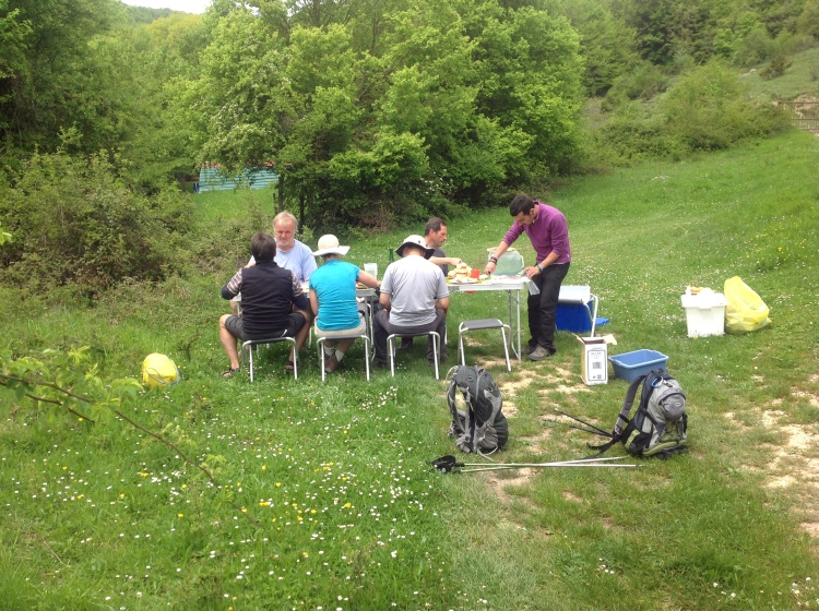 A civilised lunch on the Ignatian Camino